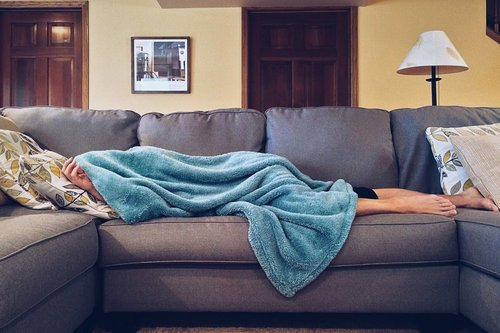should you stay warm when you have a cold?